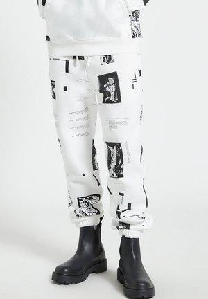 DE BRANDING - Tracksuit bottoms - white