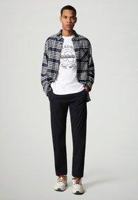 Napapijri - SALYA - T-shirt med print - bright white - 1