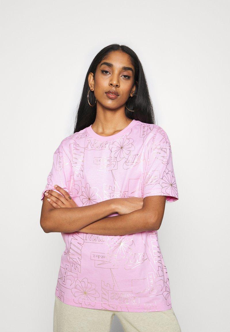 Nike Sportswear - TEE ICON CLASH - T-shirt imprimé - arctic pink