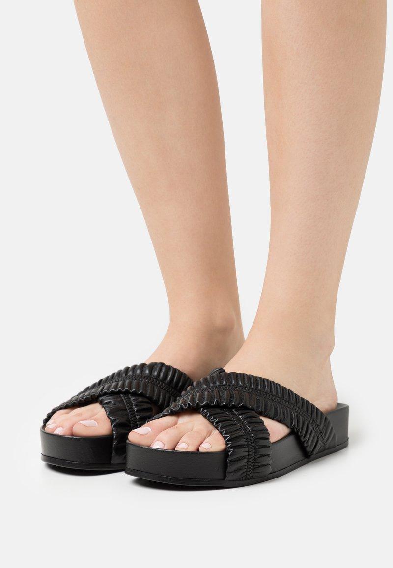 Oa non fashion - Heeled mules - nero