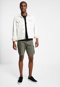 Pier One - Shorts - oliv - 1