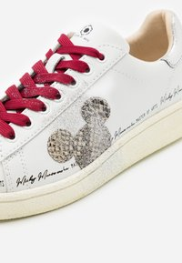 MOA - Master of Arts - Trainers - white - 4
