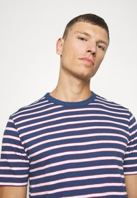 GAP - SLUB STRIPE - T-shirt z nadrukiem - blue/white - 5