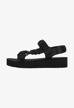 MIT STOFFRIEMCHEN  - Sandały na koturnie - black