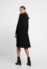 Minimum - BINDIE DRESS - Shirt dress - black - 3