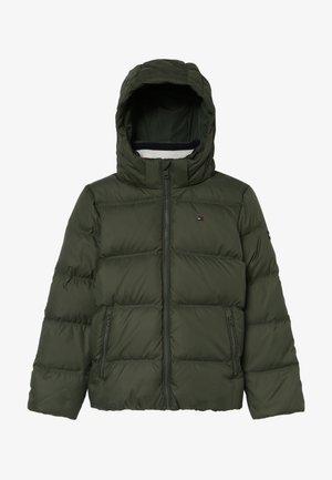 ESSENTIALS JACKET - Down jacket - green