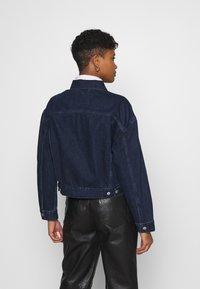 Levi's® - NEW HERITAGE TRUCKER - Jeansjakke - dark blue denim - 2
