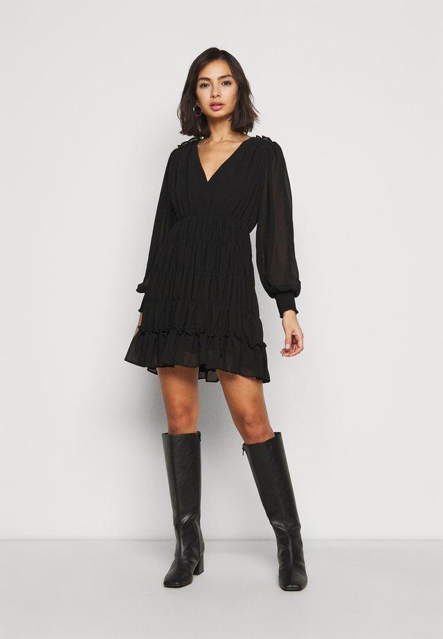 OBJGILA SMOCK DRESS - Vapaa-ajan mekko - black