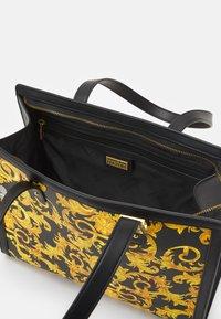 Versace Jeans Couture - LULA - Handbag - black - 3