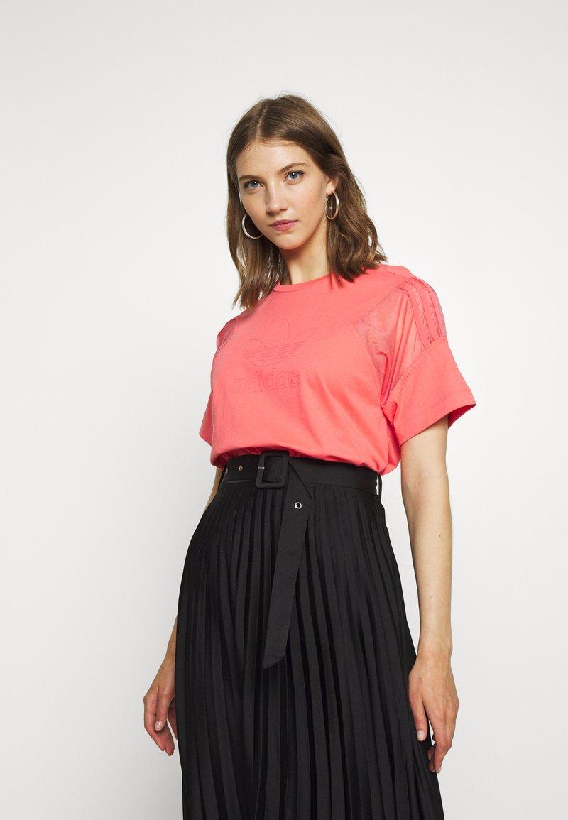 adidas Originals - T-shirts med print - magic pink