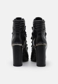 DKNY - LENNI LACE UP - Kotníková obuv na vysokém podpatku - black - 3
