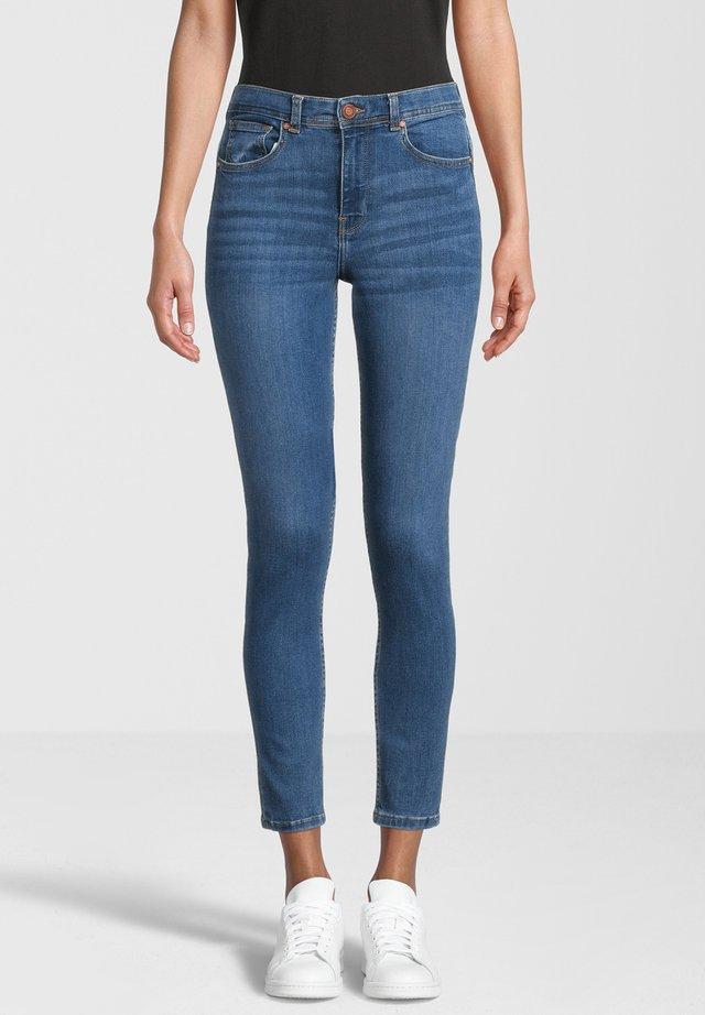JUDY - Jeans Skinny Fit - mid-blue-crinkleoptik