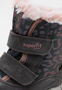 Superfit - ICEBIRD - Zimní obuv - grau/rosa - 5
