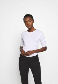 CLOSED - WOMEN´S - Basic T-shirt - white - 0