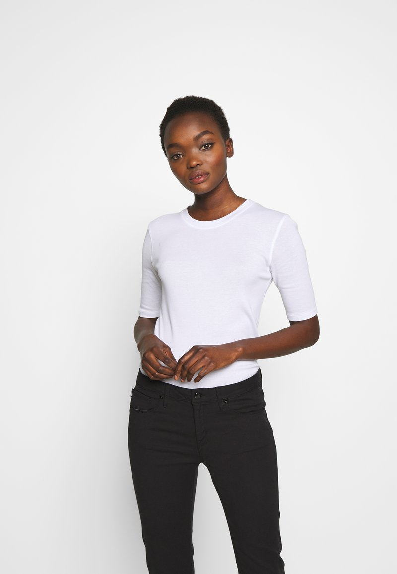 CLOSED - WOMEN´S - Basic T-shirt - white