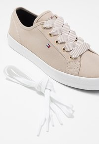 Tommy Hilfiger - ESSENTIAL NAUTICAL SNEAKER - Trainers - stone - 7