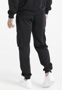 SIKSILK - SPACE JAM ELASTICATED UTILITY CARGO - Cargo trousers - black - 2
