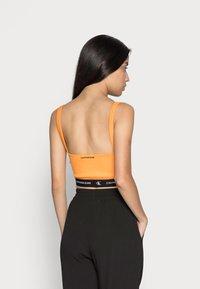 Calvin Klein Jeans - CROP WITH TAPE - Top - island orange - 2