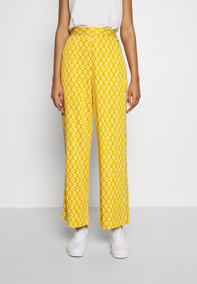 NUAILANI PANTS - Kangashousut - yellow