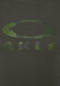 Oakley - BARK - Print T-shirt - new dark brush - 5