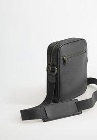 Mango - ALLDAY - Across body bag - schwarz - 2