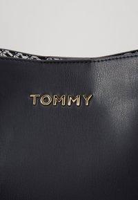 Tommy Hilfiger - ICONIC CROSSOVER - Taška spříčným popruhem - blue - 2