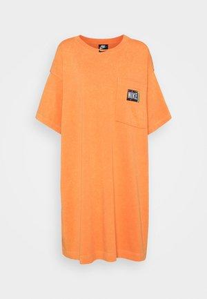 WASH - Day dress - atomic orange/black