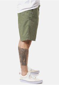 Carhartt WIP - Shorts - dollar green - 2