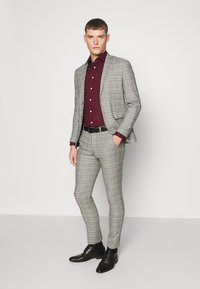 Seidensticker - MODERN KENT X SLIM - Formal shirt - bordeaux - 1