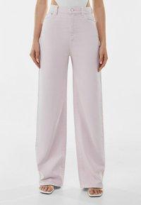Bershka - Fließende - Flared Jeans - pink - 0