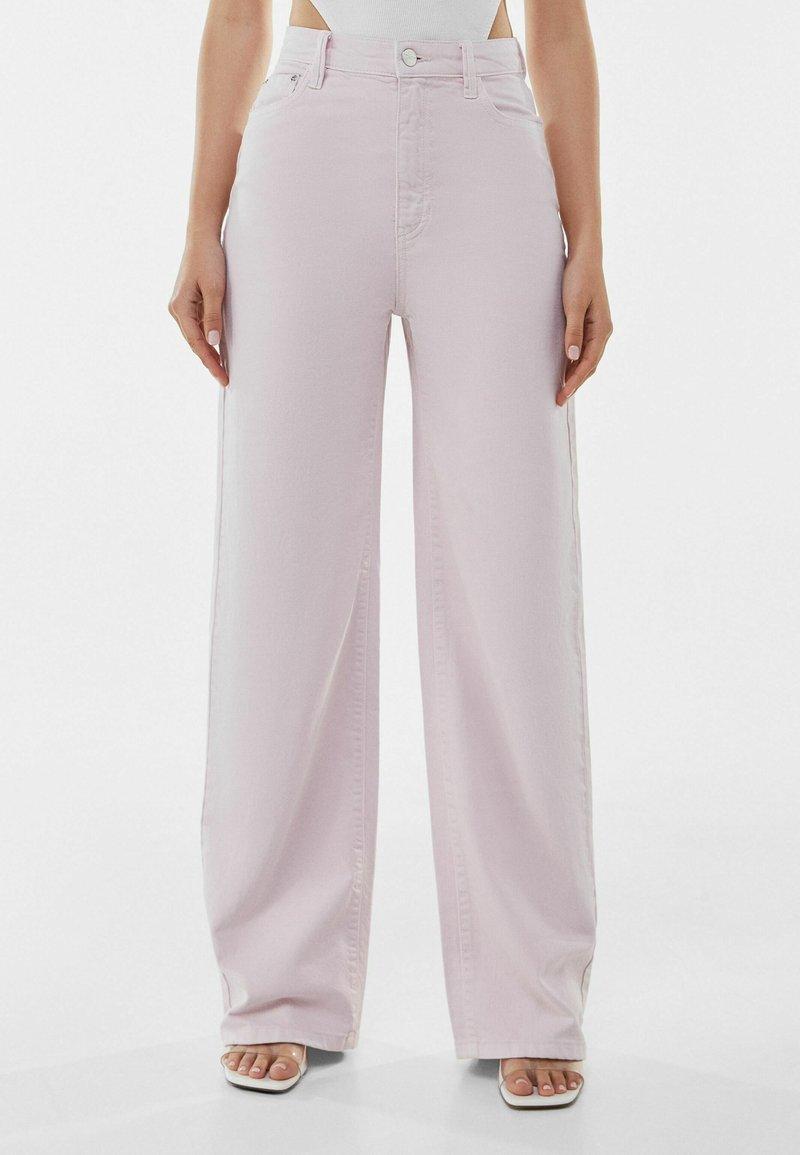 Bershka - Fließende - Flared Jeans - pink