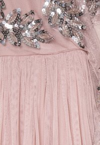 Maya Deluxe - CAPE SLEEVE MAXI DRESS WITH FLORAL EMBELLISHMENT - Ballkjole - frosted pink - 8