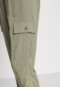 Abercrombie & Fitch - FASHION PANT  - Cargo trousers - dusty olive - 4