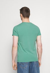 Tommy Hilfiger - STRETCH SLIM FIT TEE - T-paita - frosted evergreen - 2