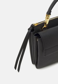 Coccinelle - ARLETTIS CROSSBODY - Handbag - noir - 4