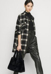 Vero Moda - VMEVA PAPERBAG ANKLE PANTS - Trousers - black - 4