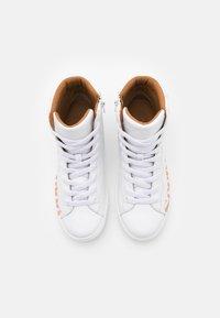 See by Chloé - ESSIE - Sneakers hoog - white - 5