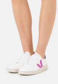 Veja - VEGAN V-10 - Trainers - white/ultraviolet/purple - 0