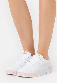 Puma - CALI PERF  - Sneakers laag - white/cloud pink/team gold - 0
