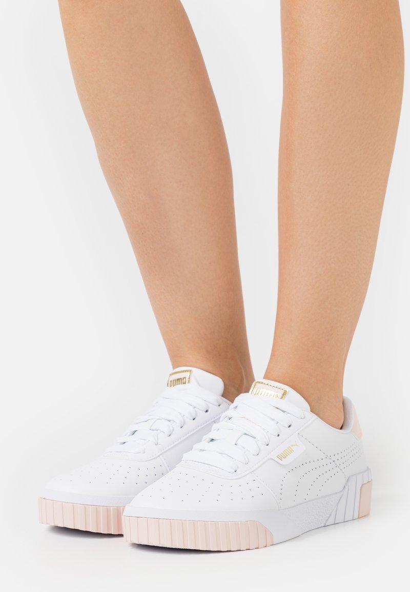 Puma - CALI PERF  - Sneakers laag - white/cloud pink/team gold