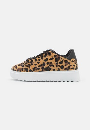 CARE LESS FURRY  - Sneakers laag - brown