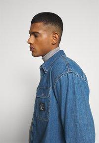 Calvin Klein Jeans - OVERSIZED SHIRT - Overhemd - mid blue - 3