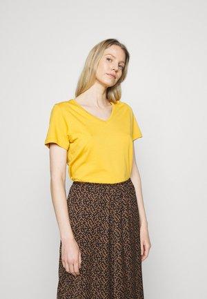 NAIA - Basic T-shirt - tinsel