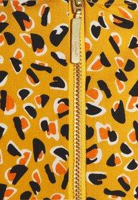 Closet - CLOSET PUFF SLEEVE VNECK DRESS - Day dress - mustard - 2
