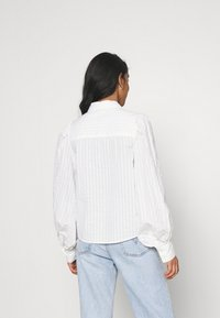 Monki - PHRIDA BLOUSE - Skjorte - white solid - 2