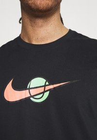 Nike Performance - TEE TENNIS - Print T-shirt - black - 5