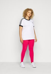adidas Originals - TEE - Print T-shirt - white/black - 1