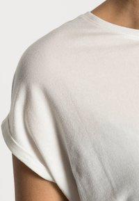 Vero Moda - VMAVA PLAIN  - Jednoduché triko - snow white - 4