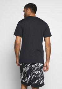 Under Armour - CURRY HEAVYWEIGHT TEE - Sports shirt - black - 2