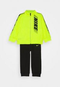 Nike Sportswear - DOMINATE THERMA SET - Zip-up hoodie - black - 0